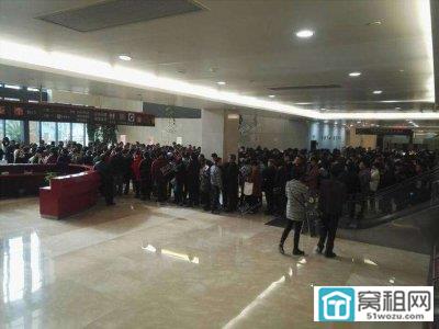 """""""宁波房产交易中心排起长队""""后续:已紧急抽调人员"""