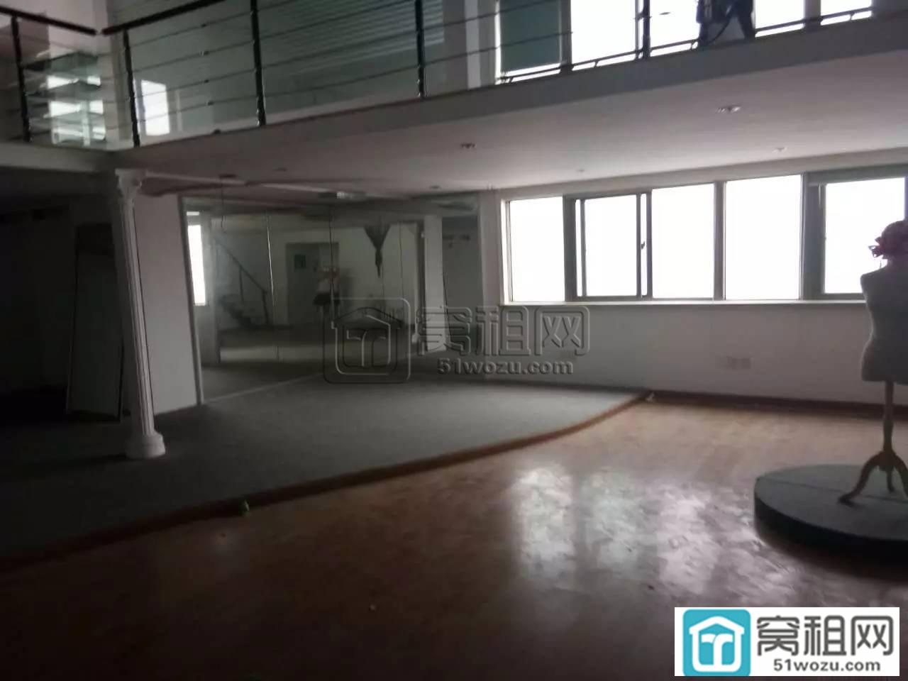 宁波体育馆地铁口附近世纪龙腾大厦88平米复式办公室出租