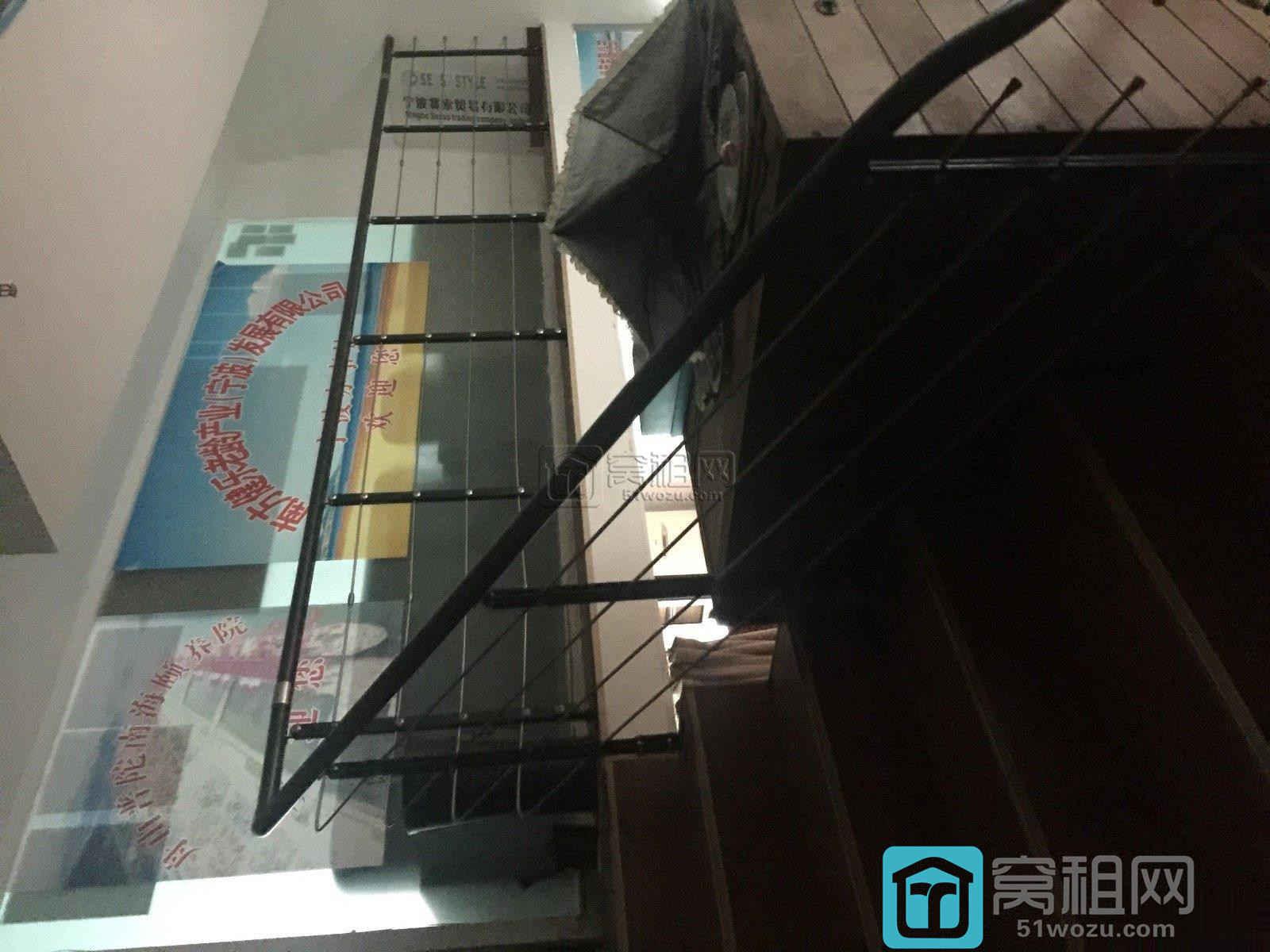 宁波东渡路世贸中心旁江厦银座230平复式带家具办公室出租