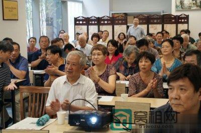 老报人参观宁波报业传媒大厦