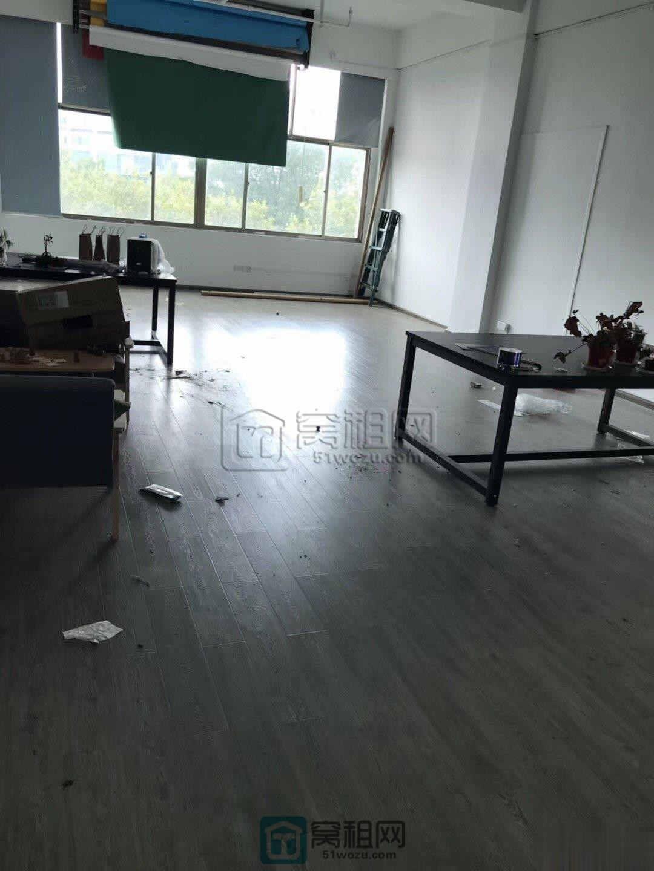 宁波浦发银行隔壁江夏银座写字楼125平出租
