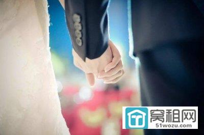 男子新婚九个月,妻子要求离婚,并索要一半房产