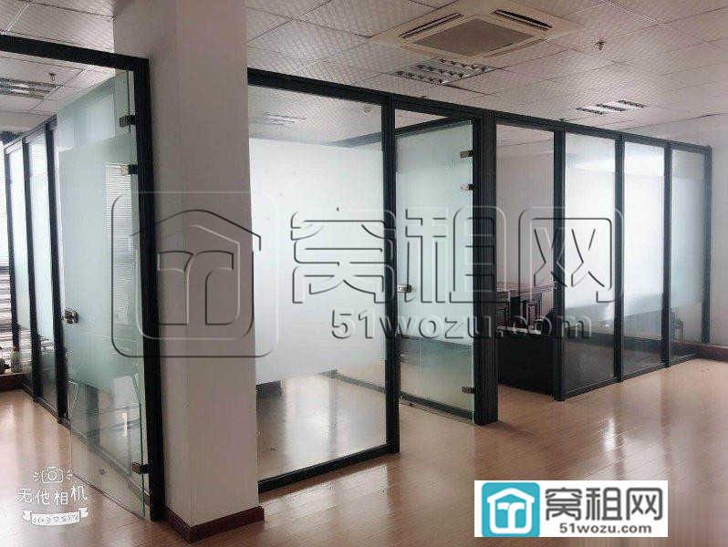 东部新城门户华东城精装123平 三玻璃隔间
