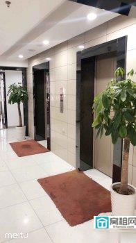 宁波白鹤街道金汇大厦215平电梯口朝南隔间4个出租