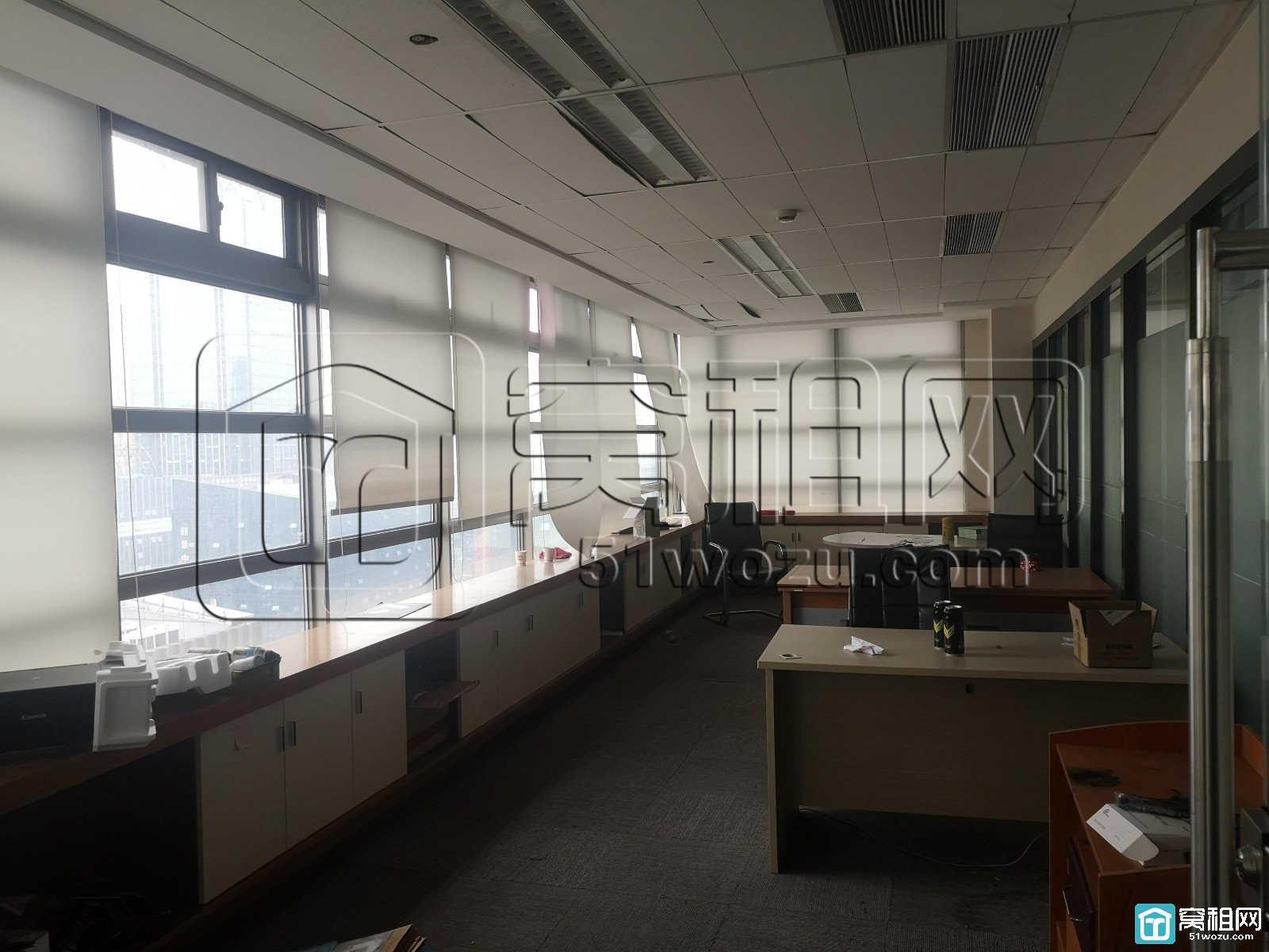 南部商务区 红巨大厦 30平配家具 水电物业空调全包