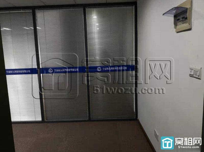 宁波日湖国贸中心大厦90平精装朝南有隔间急租