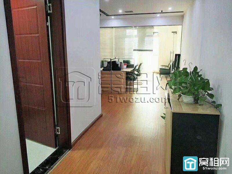 宁波汇鼎大厦对面城市摩尔商务楼朝东带全套家具出租