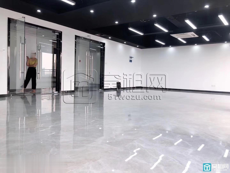 宁波上东国际大厦66平米带隔间拎包办公