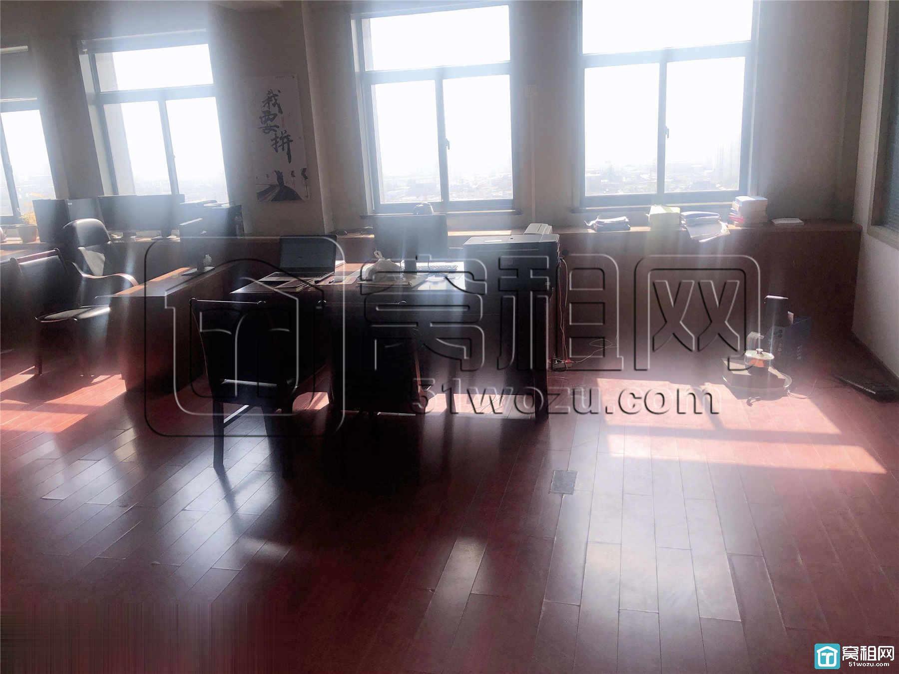 宁波客运中心附近晶崴大厦220平米朝南写字楼精装修出租
