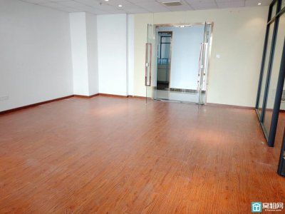 恒业大厦160平正朝南 方正户型 4隔间办公室出租随时入住电联看房