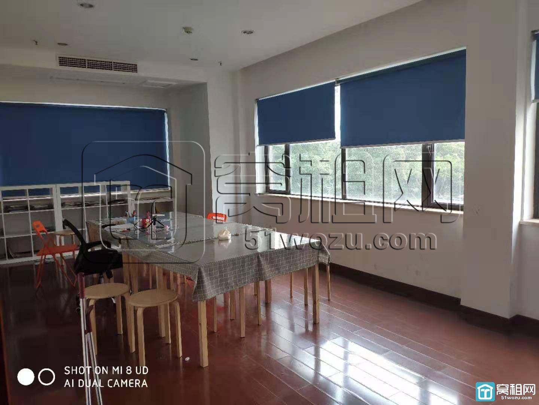 宁波银润豪景78平米办公室出租朝南带经理室