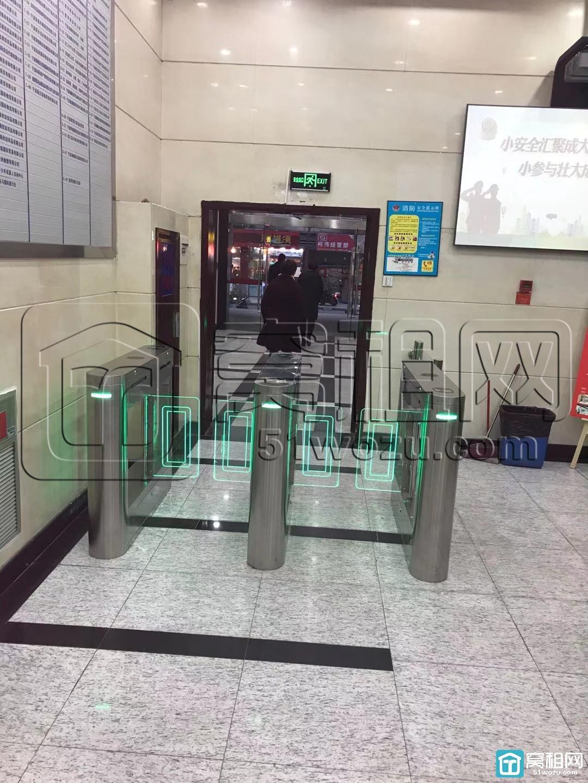 宁波中央商座启用刷卡进入