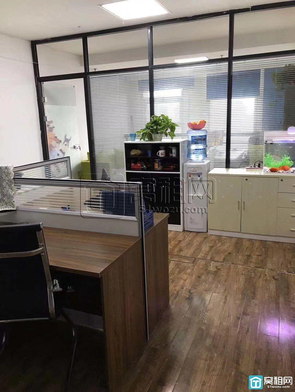 宁波皇冠大厦对面科贸中心55平方朝南办公室出租2600元