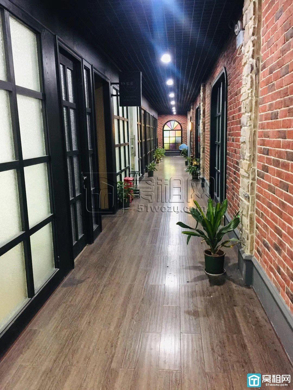 海曙区世贸中心大厦东面江厦银座大楼33平带家具1550元精装修办公
