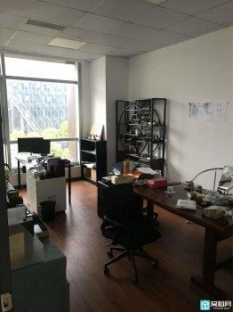 宁波东部新城环合中心1号楼165平朝北出租