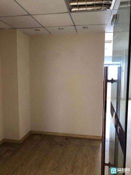 宁波客运中心附近晶崴大厦112.5平米精装办公室2隔间出租有形象墙