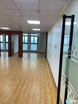 宁波高新区翡翠湾21楼精装修165平米带阳台水源办公室出租