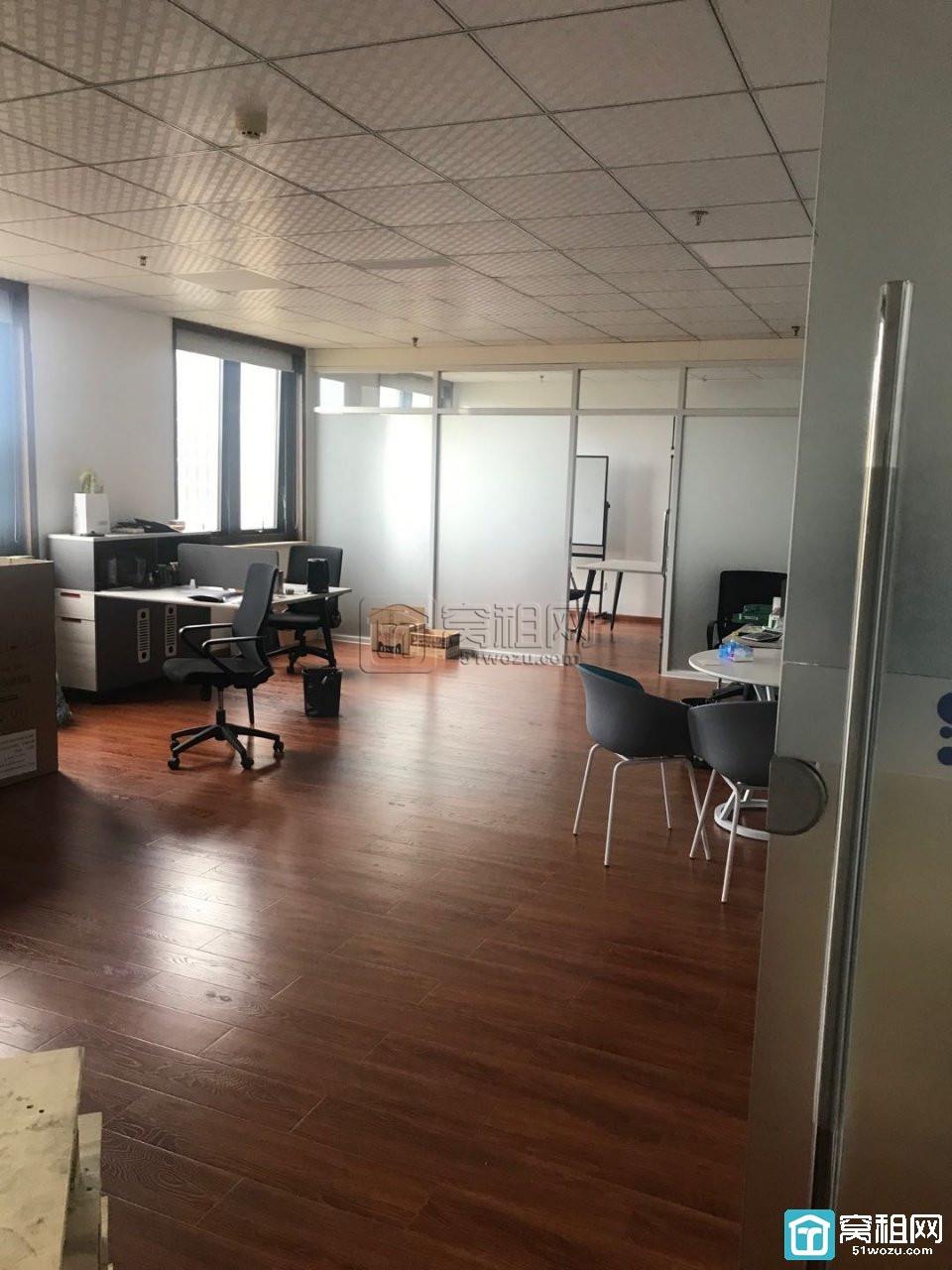 高新区研发园区电梯口朝南140平方办公室出租