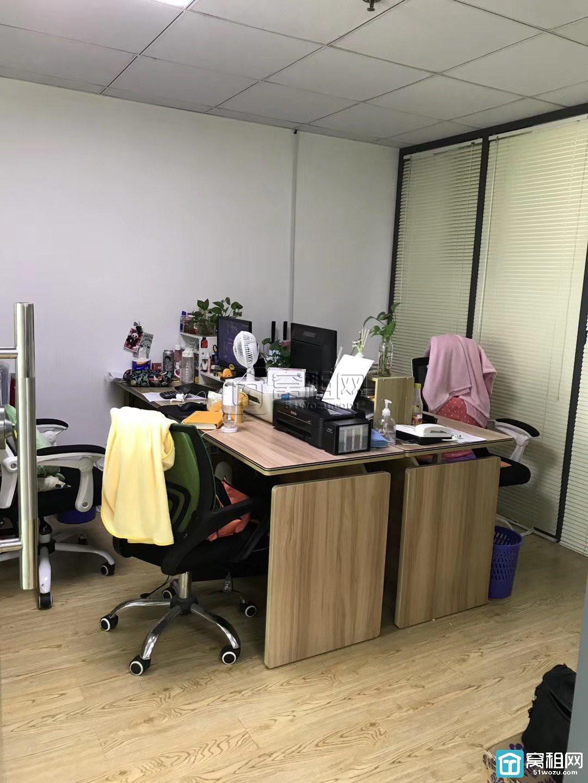 海曙区建筑大厦8楼办公室出租186平米免费赠送一个车位