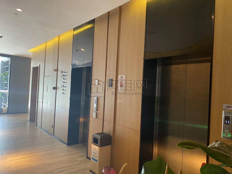 联安四季里大厦97平办公室电梯口位置出租