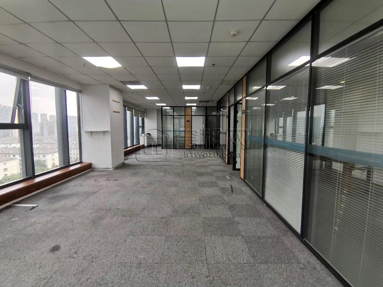 雷孟德旅游大厦10楼 209平米双面采光办公室精装修出租