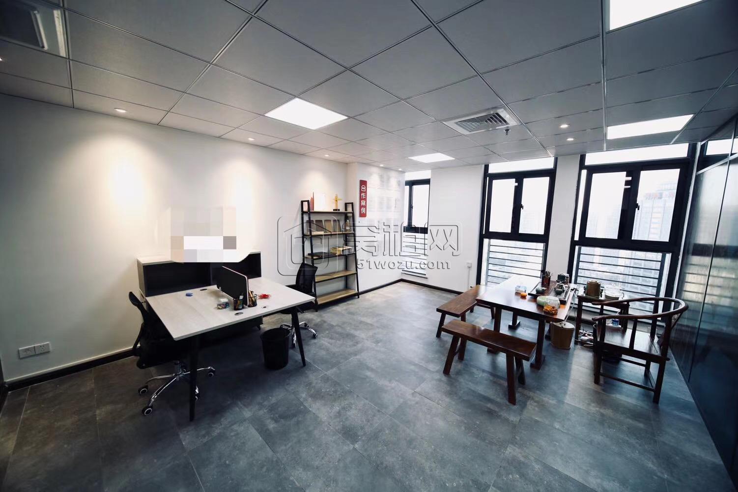 宁波高新区翡翠湾电梯口位置办公室出租