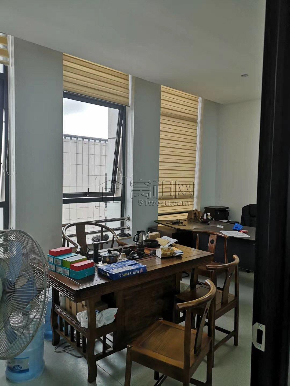 高桥梁祝地铁口97平精装写字楼出租电梯口位置