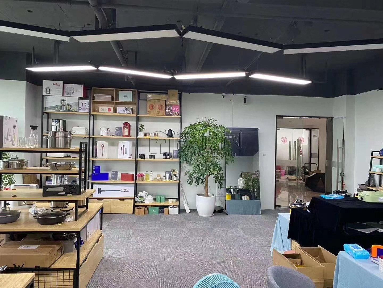 江北日湖公园世茂日湖中心134平米办公室出租
