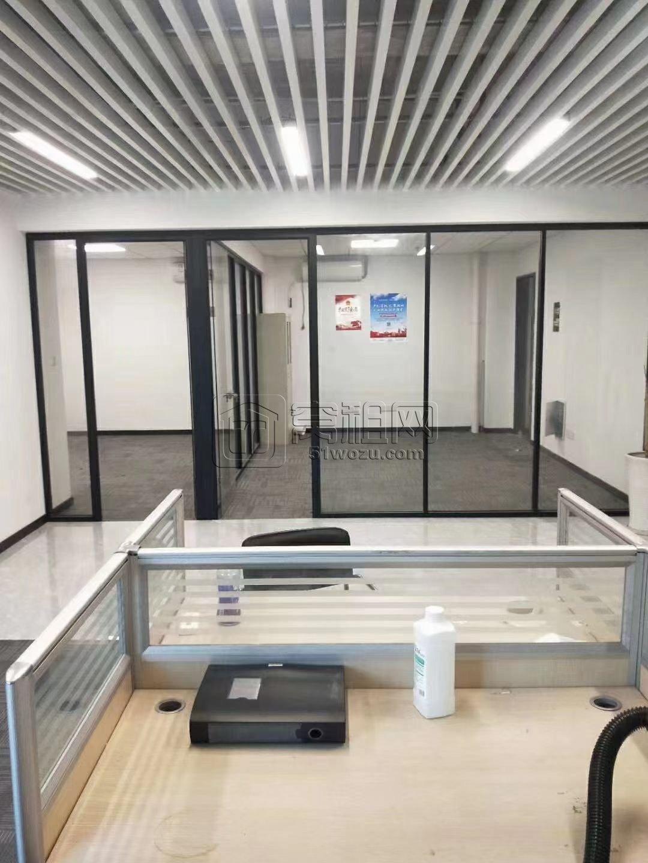 世茂日湖中心写字楼出租 184平 精装  带隔间  双面采光