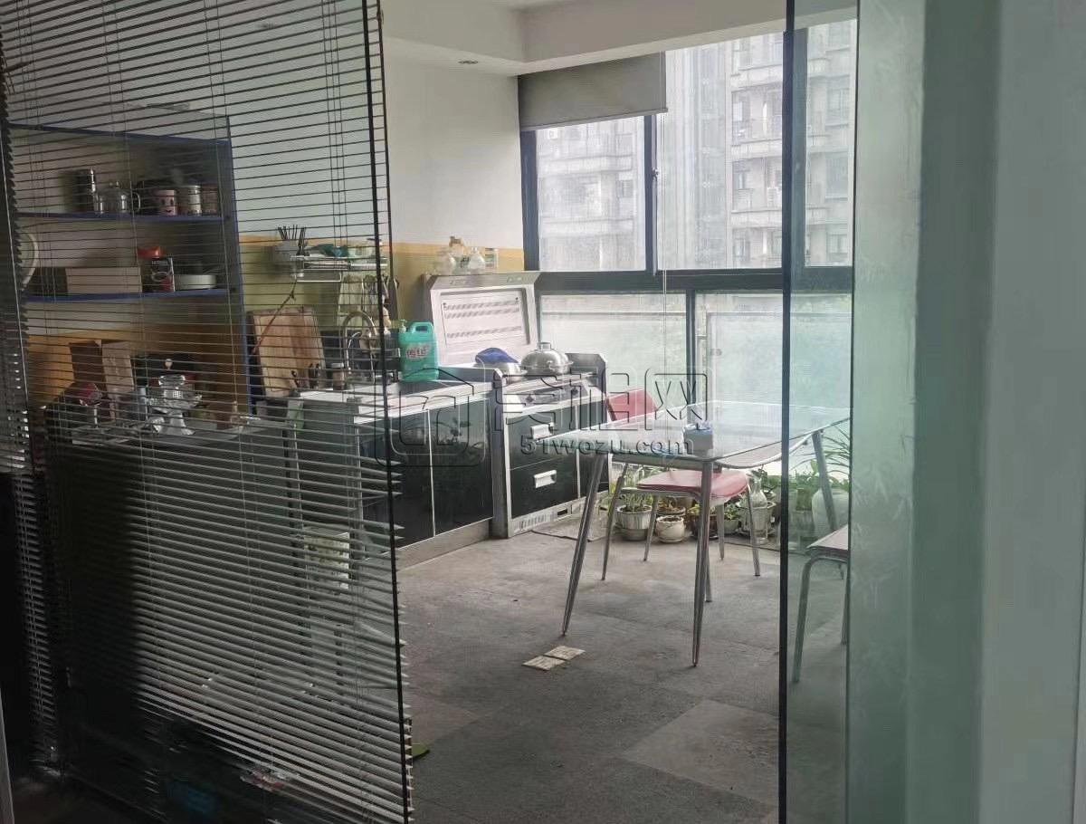 宁波泛亚国际大厦电梯口位置230平带家具出租