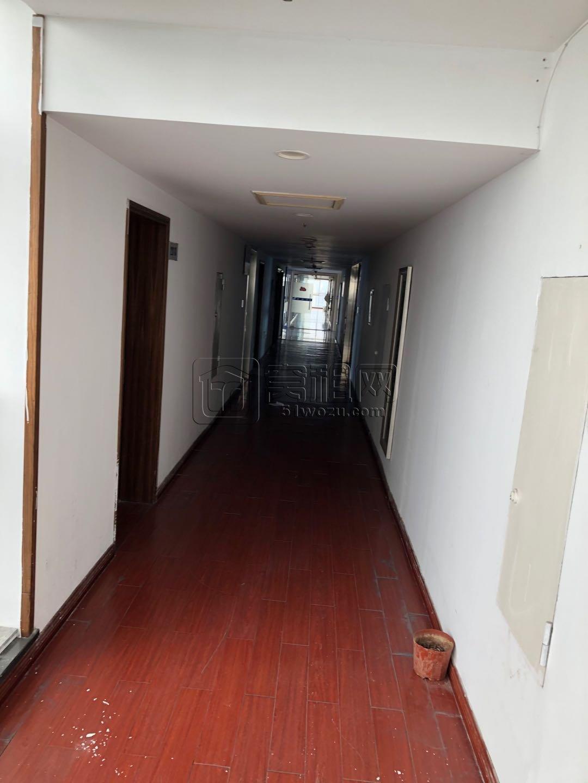 顺德华庭小区隔壁晶微大厦500平米半层出租