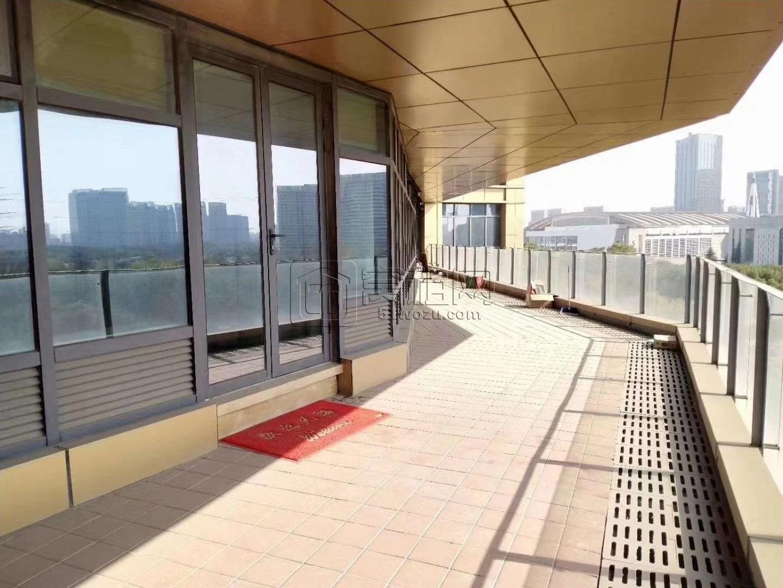 华城国际大厦135平朝南带大阳台带家具出租