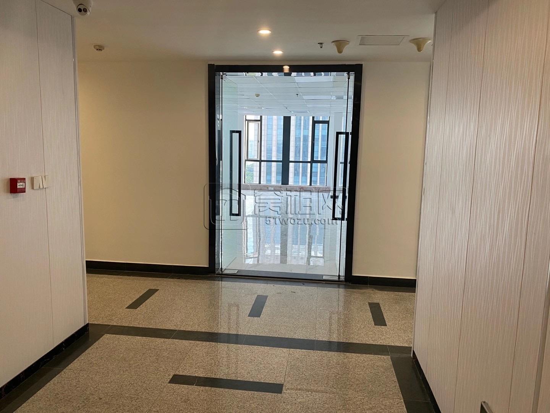 出租名汇东方109平高楼层落地窗包2隔断