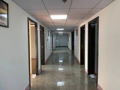 宁波银河大厦出租离地铁500米;离公交100米