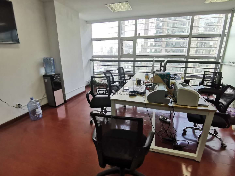 宁波高新区实验学校对面科贸中心90平带2个隔间