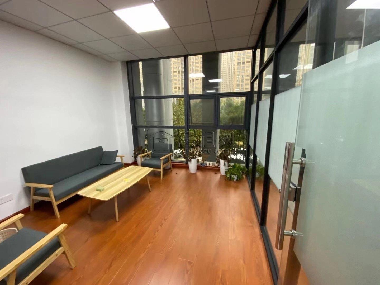 新城国际大厦出租150平精装带隔间办公室