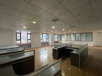布利杰大厦隔壁华贸总部写字楼439平米出租整租