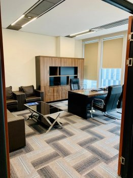 宁波环球航运中心380平米有4个隔间会议室出租