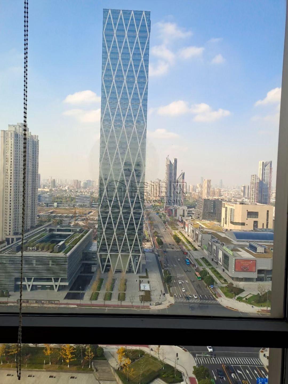 东部新城文化广场对面嘉恒广场大厦出租278平米