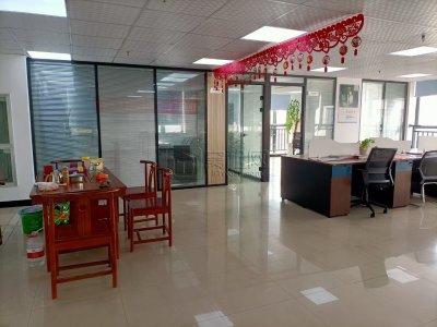 上海银行大厦出租194平隔2间朝东南办公室双面采