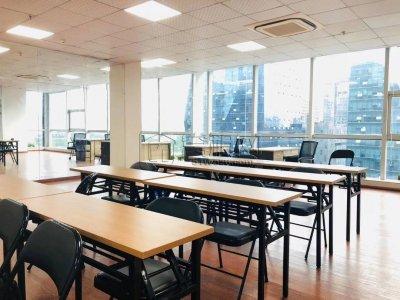 宁波侨商大厦9楼142平精装修办公室出租6500一个月