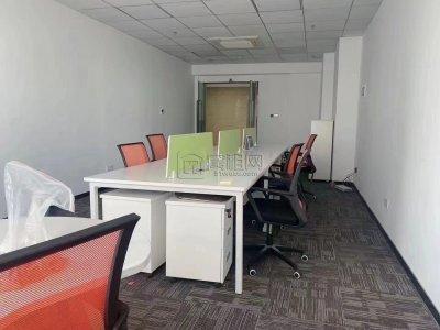华东城小面积办公房出租64平朝南带家具