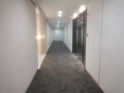 东部新城国际金融中心F楼600平米办公室 电梯口出