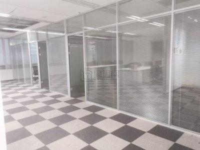 宁波国际金融中心F楼227平方2.5元开票带家具出租