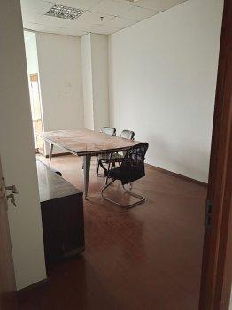 江北外滩大厦143平带4隔间带部分家具出租