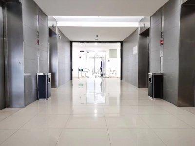 南部商务区博纳大厦120平米电梯口落地窗出租