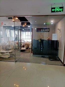 体育馆附近上海银行大厦234平方 四开玻璃门出租