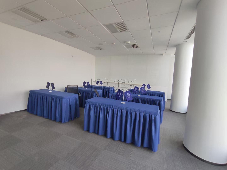中银大厦中间楼层 电梯口651平米办公室租赁