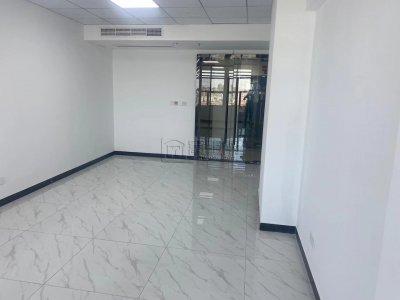 东城国际大厦62平米带玻璃隔间出租可以配家具