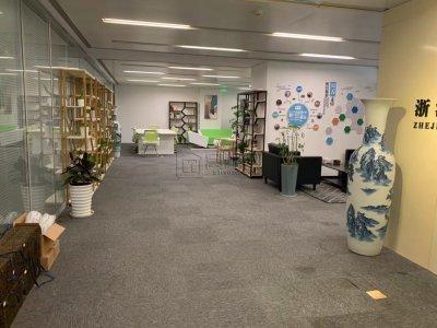 荣安大厦出租电梯口位置 300平 精装带部分家具